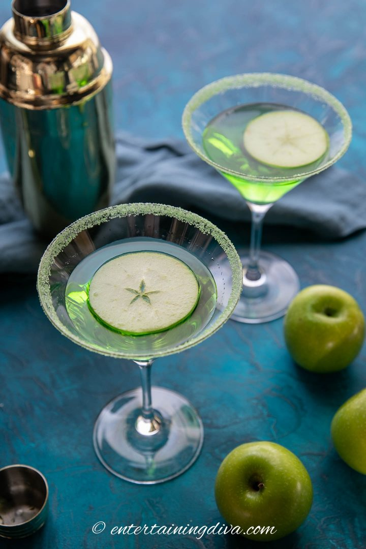 appletini garnished with a granny smith apple slice floating in the glass