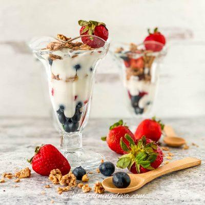 strawberry blueberry yogurt parfait in glasses