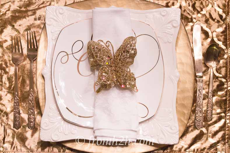 A gold velvet place mat and gold napkin accessory are a good option for a holiday table setting     5 No-Fail Ways to Create Beautiful Table Settings