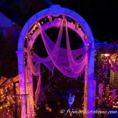 Ways to create spooky outdoor halloween lighting