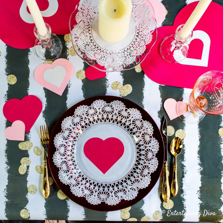 Valentine table decorations with hearts and paper doilies
